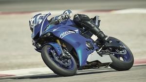 2017-Yamaha-YZF-R6-EU-Race-Blu-Action-007.jpg